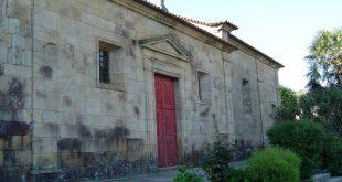 Altar da Capela de Nossa Senhora da Oliva em avançado estado de degradação