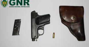 Detido por posse ilegal de arma de fogo