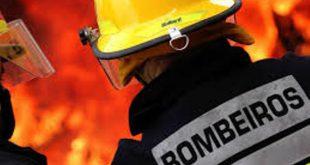 Bombeiros de Sátão combatem incêndio em Ferreira de Aves