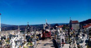 Cemitério em Oliveira de Frades com funcionário dedicado à sua manutenção e limpeza