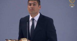 Francisco Neto com galardão de melhor treinador de futebol feminino