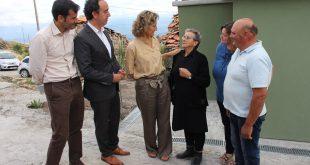 Após incêndios de outubro família recebe casa reconstruída