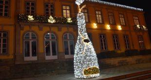 Iluminação, som ambiente e símbolo gigante de Moimenta da Beira na quadra natalícia