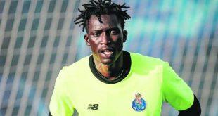 Campeão pelo FC Porto reforça baliza do Académico de Viseu